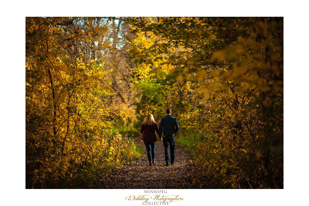 Fall engagement photos in Winnipeg