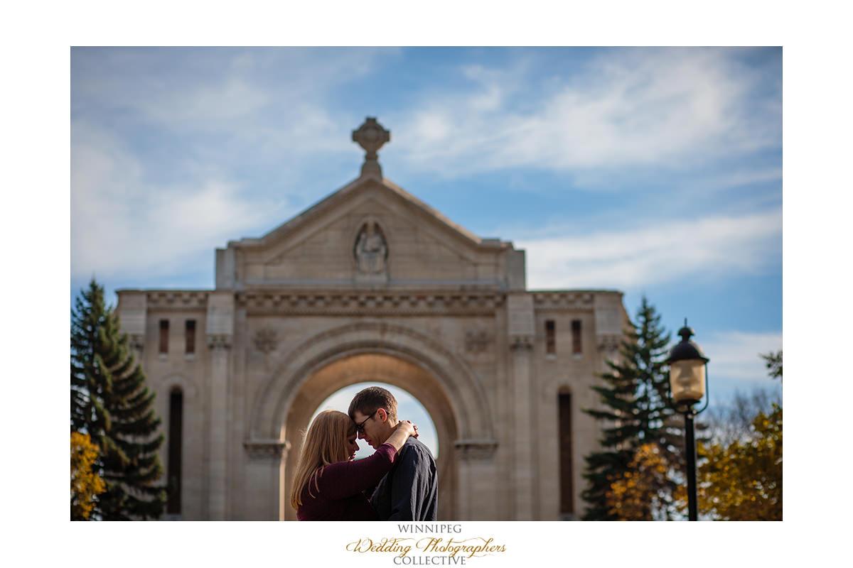 020_Lisa and Sean Autumn Fall Winnipeg Manitoba Park Engagement Shoot.jpg