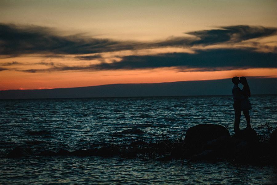 031-KirstinAndEdwardEngaged-LakeLife-WinnipegWeddingPhotographersCollective-Tony-Beach-GrandBeach-BalsamBay-Engaged-EngagementSession-ConnectionSession.jpg