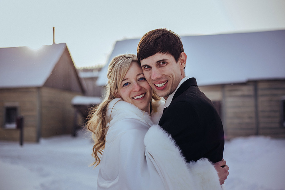 0008winter-wedding-fort-gibraltar-winnipeg.jpg