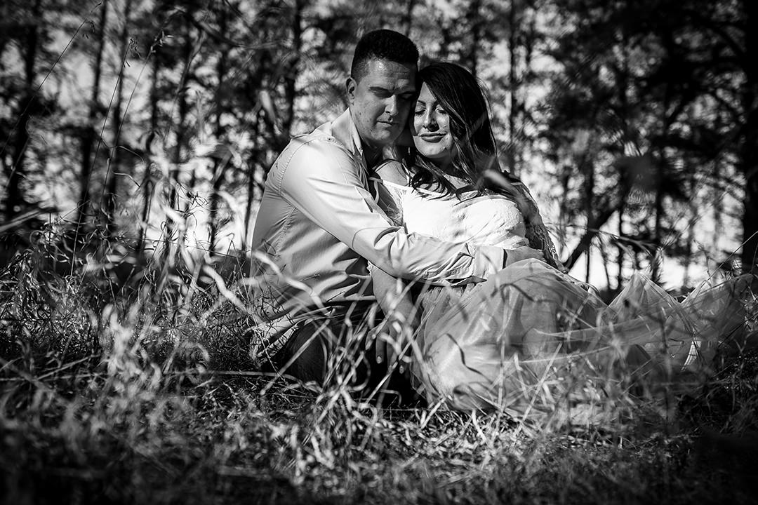 Courtney&Scott_Esession_BirdshillPark-8.jpg