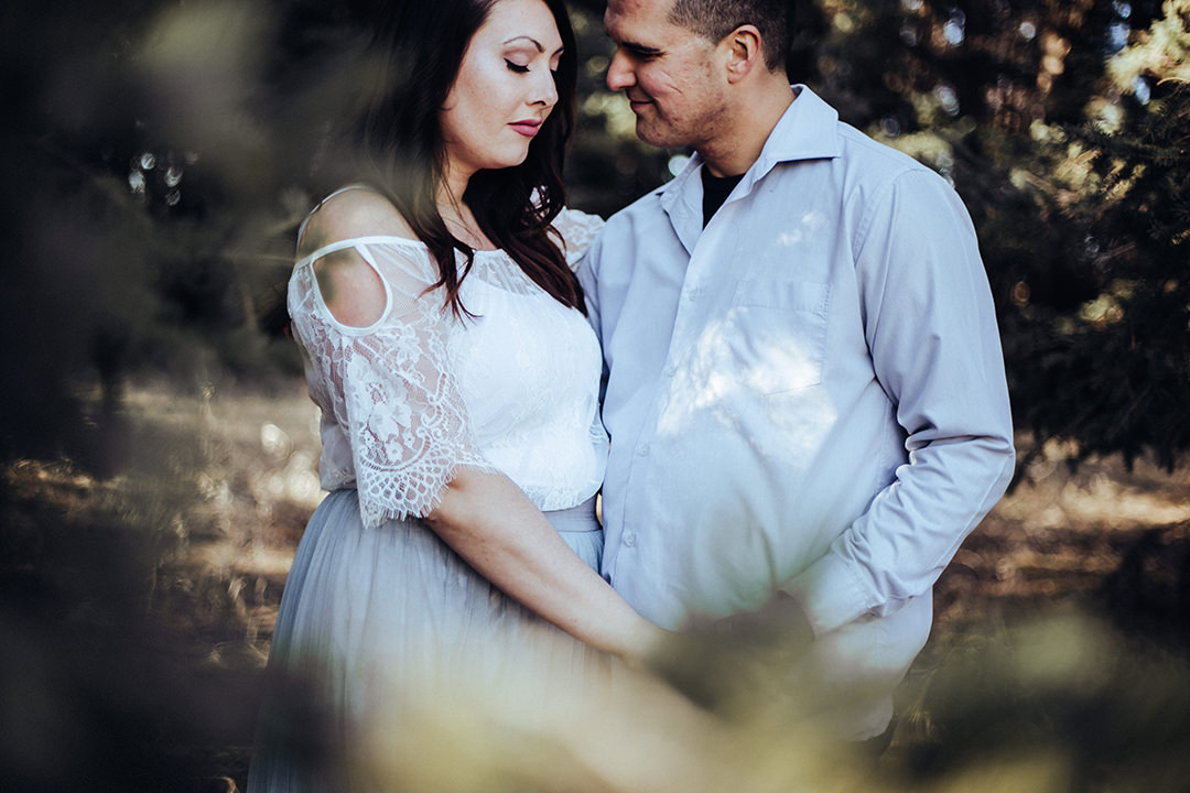 Courtney&Scott_Esession_BirdshillPark-10.jpg