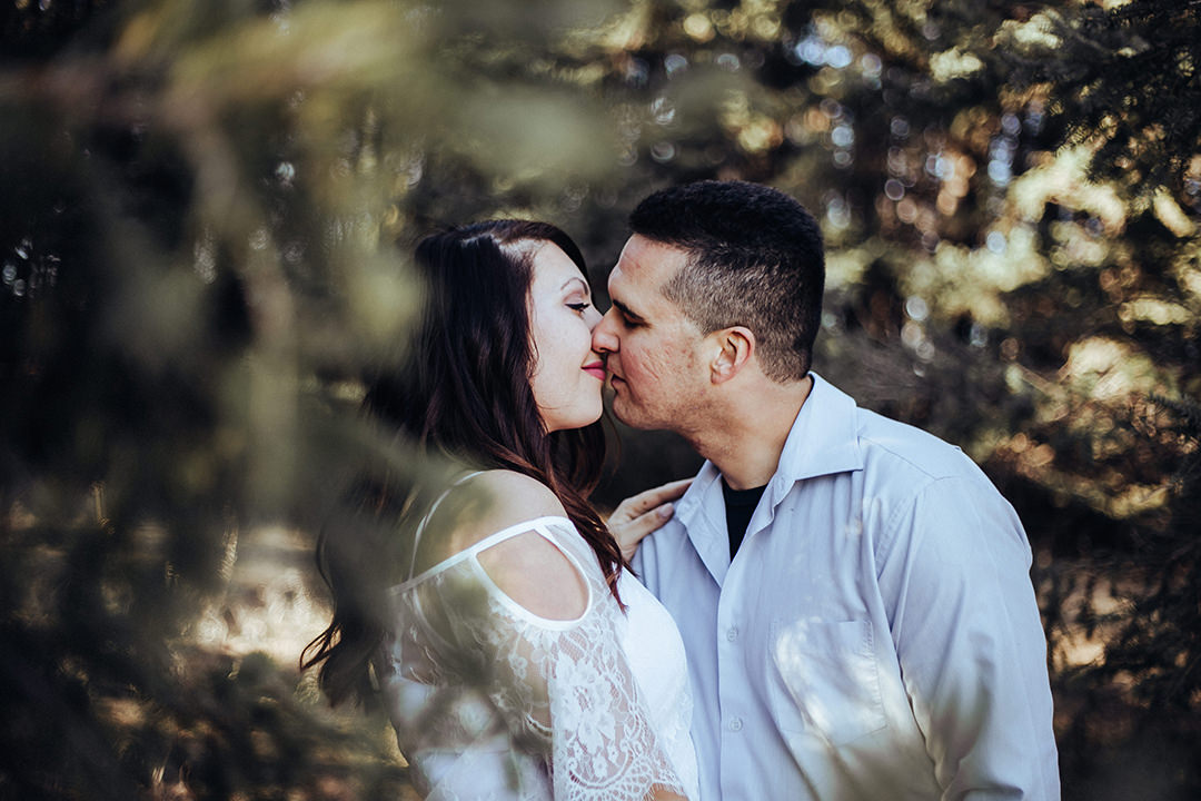 Courtney&Scott_Esession_BirdshillPark-11.jpg