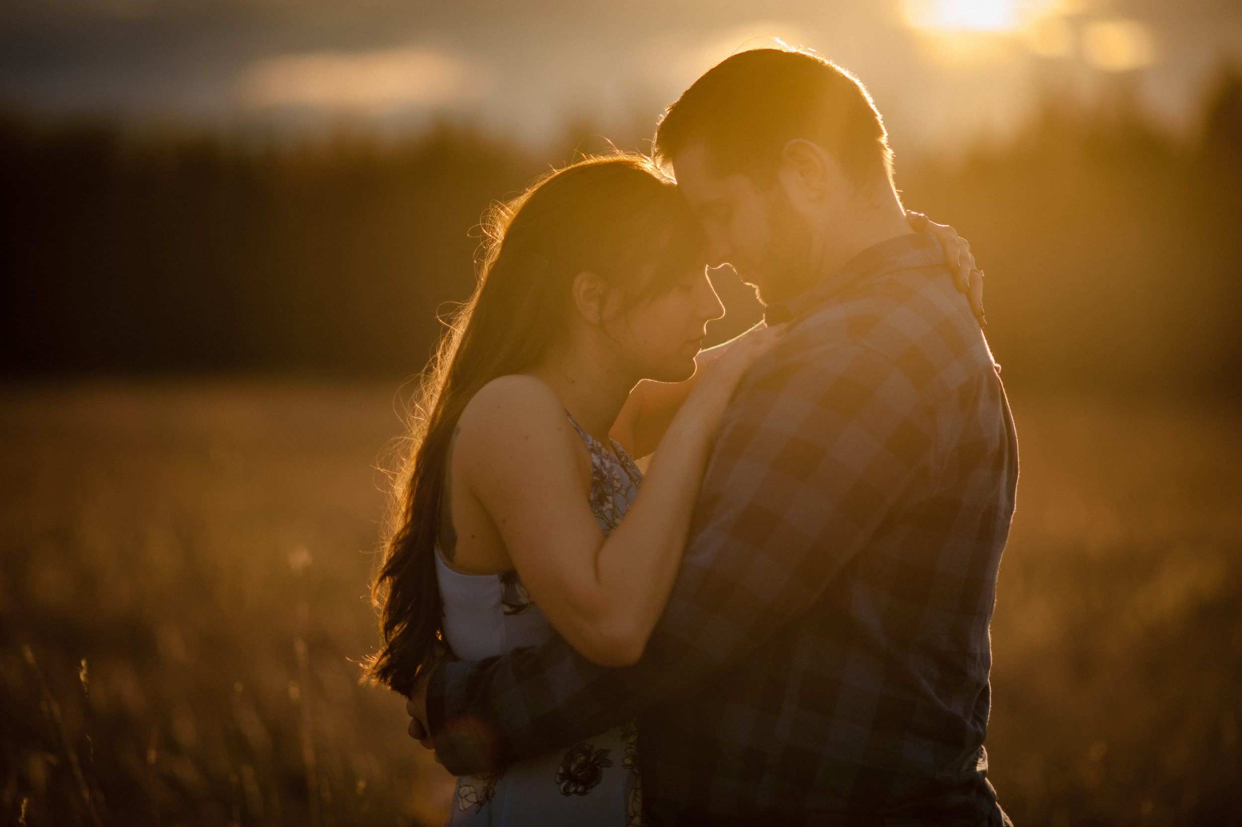 Beautiful golden light engagement photo