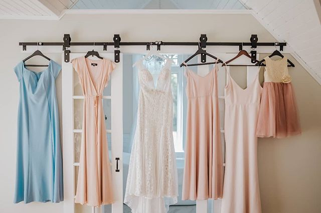 Look at these beautiful colours!  The getting ready house at Whitetail meadow, is perfection and I had a field day with Erika and Jordan's getting ready photos!  #weddingdress #bridesmaids #bridesmaidsdress #blush #weddingpalette #pretty #instadaily #winnipegweddingphotographer #winnipegwedding