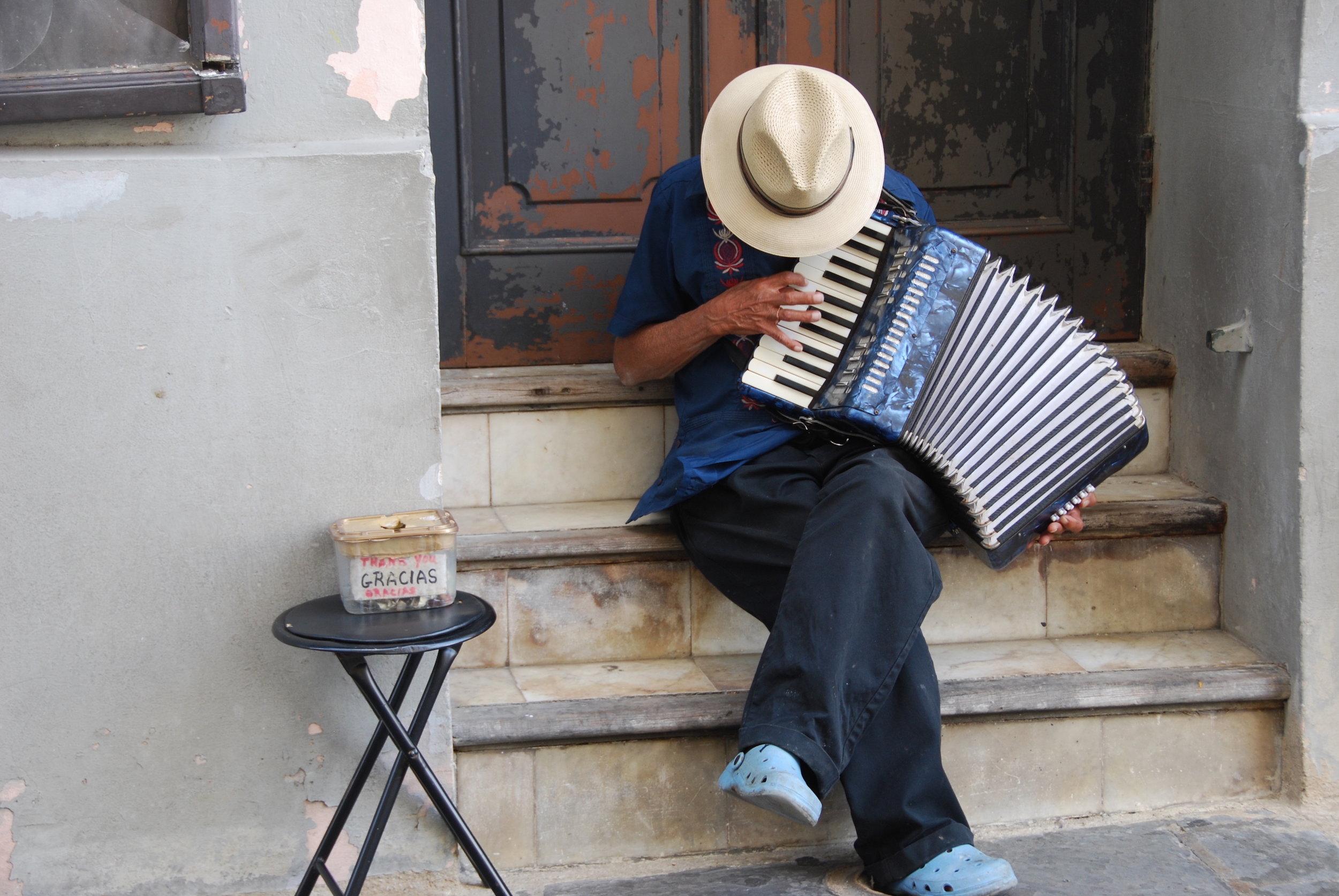 Kim Wolterman - Striking a Chord in Old San Juan