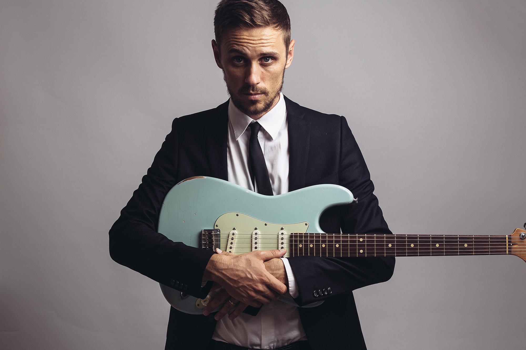 euan-guitar-web.jpg