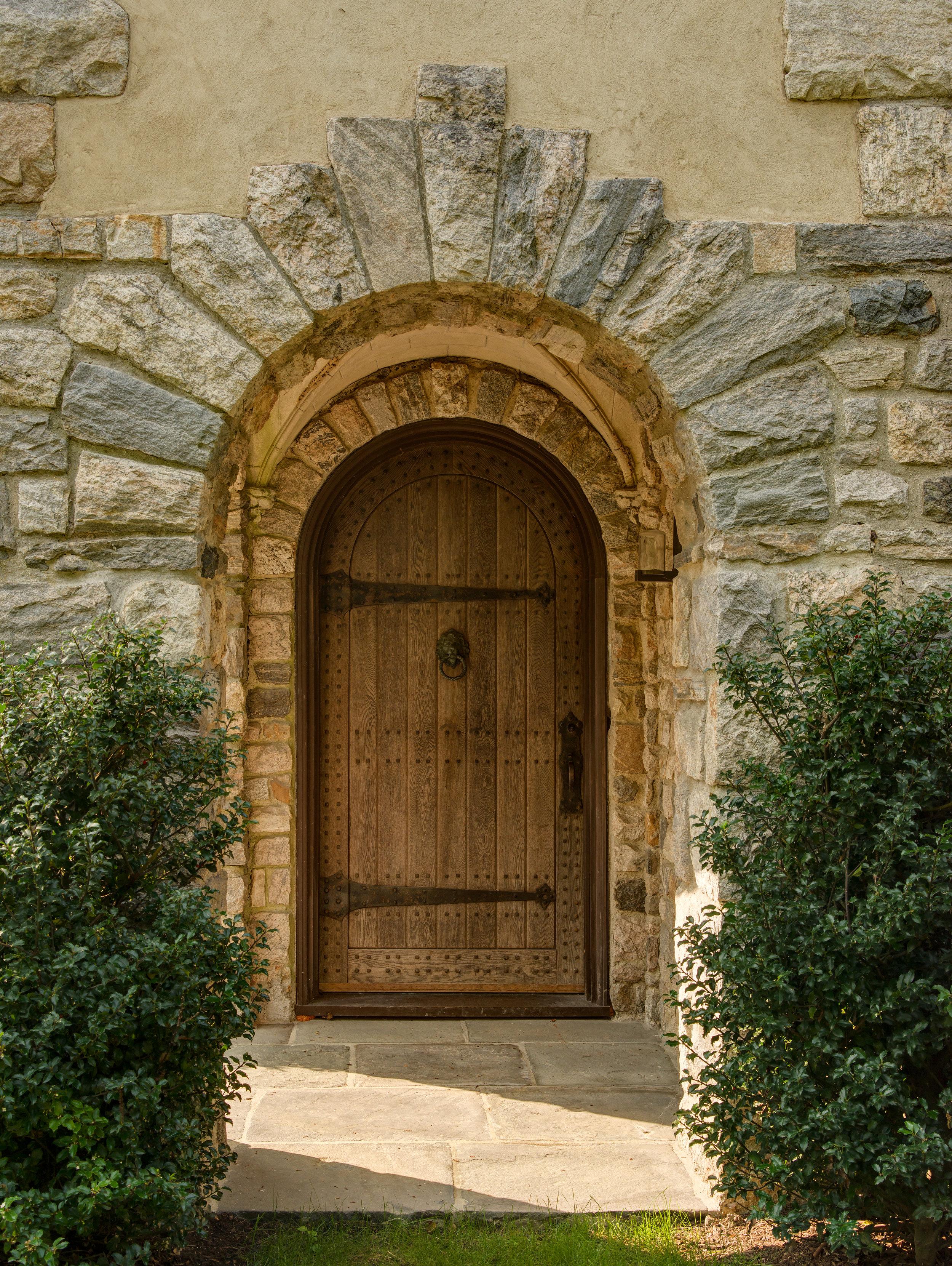 lord of the ring wooden hobbit door metal hinges keystone doorway