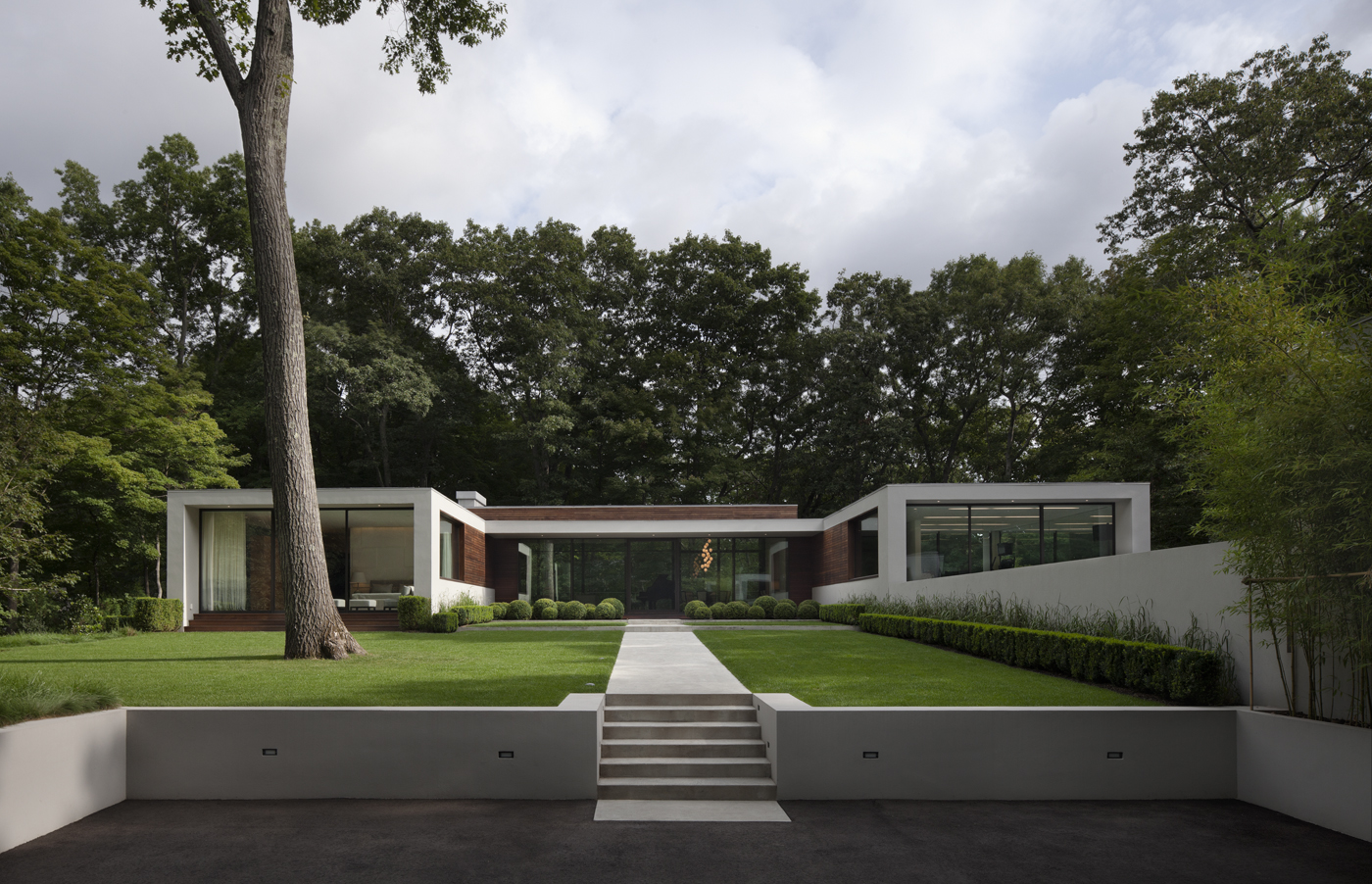 2013 AIA Austin Honor Award2013 Moffly A-List Award, Best Modern Architecture2013 Moffly Media A-List Award, Best Pool House - Project: New Canaan ResidenceArchitect: Specht Architects