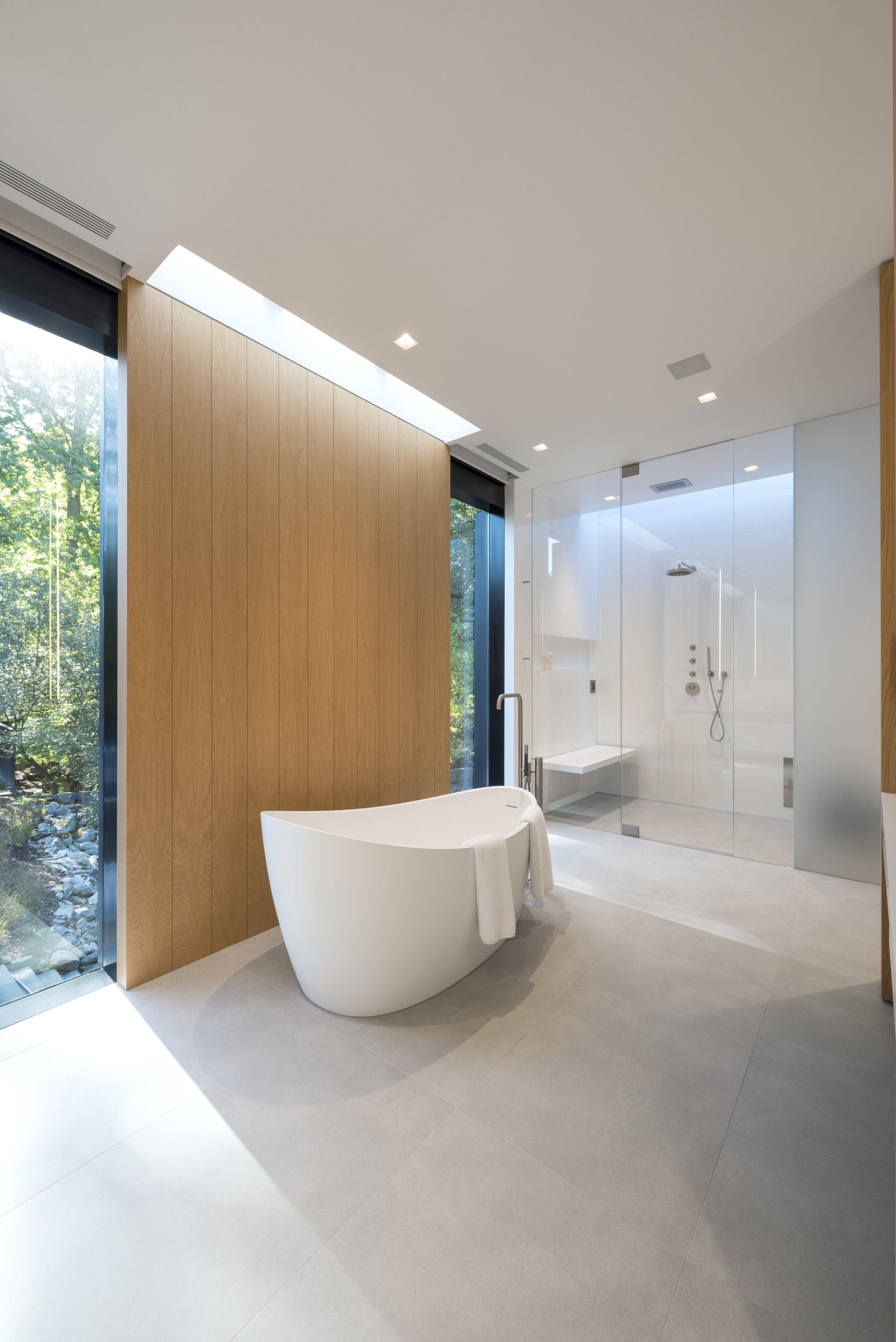 Relaxing custom luxury bath