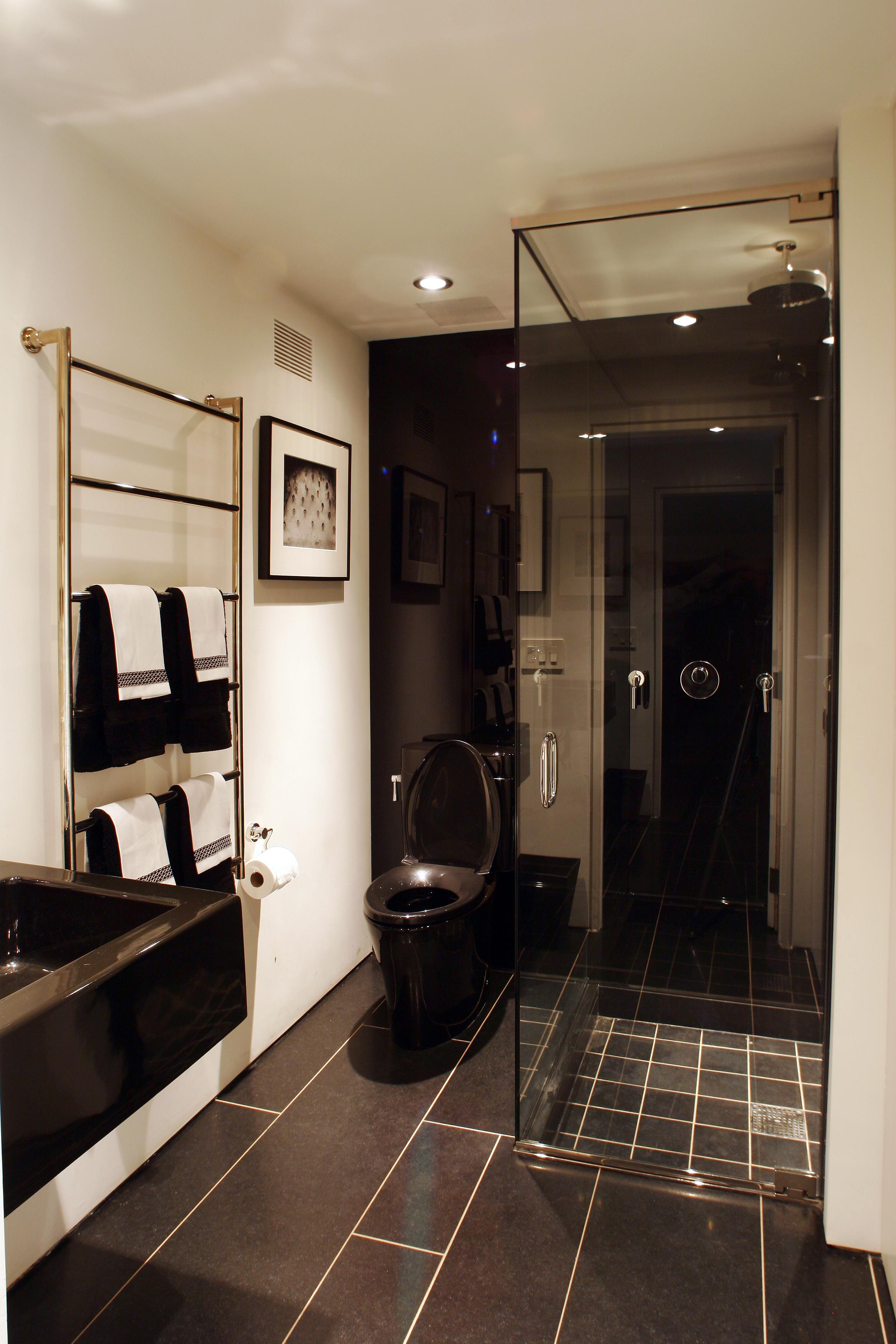 beautiful traditional comfortable bathroom