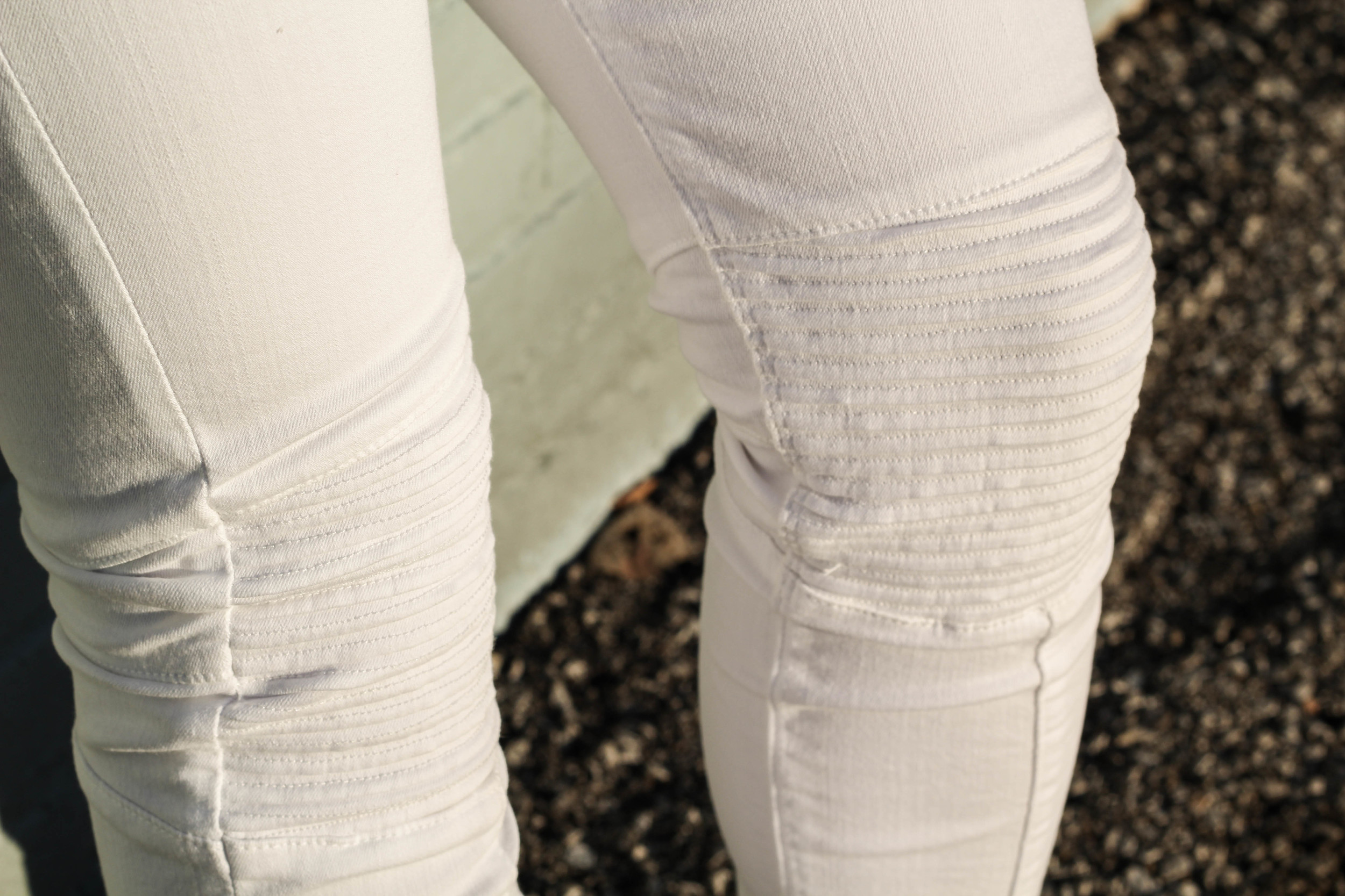 Did I say details yet? This unique knee texture is the very reason I purchased these killer moto jeans. Although its a subtle characteristic of the pants, the ridges still grab your attention. They also add a little more stretch at the knee!