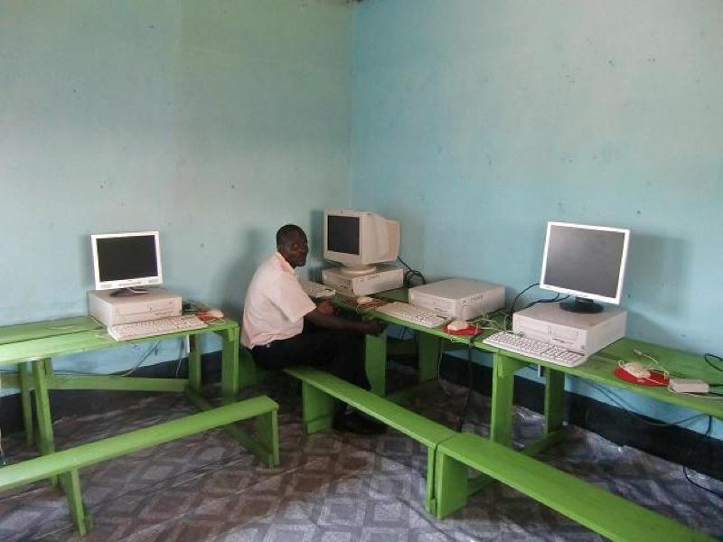 nyamome-computer-room-004.jpg