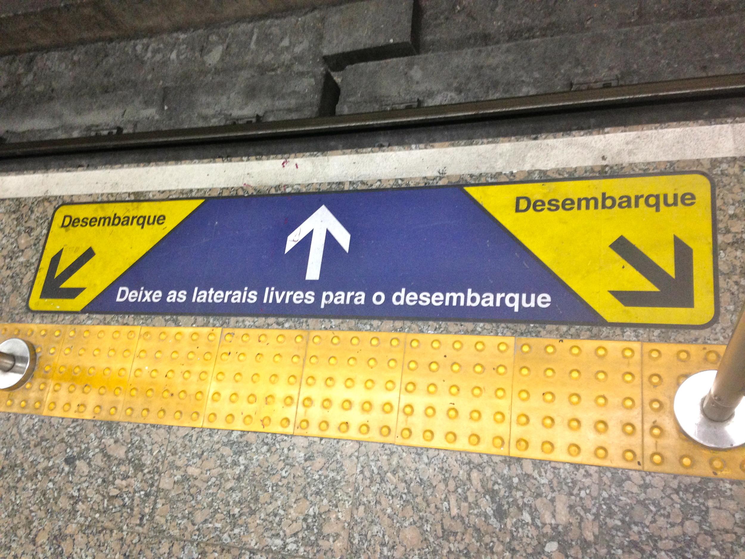"""""""Desembarque. Deje las laterales libres para el desembarque"""""""