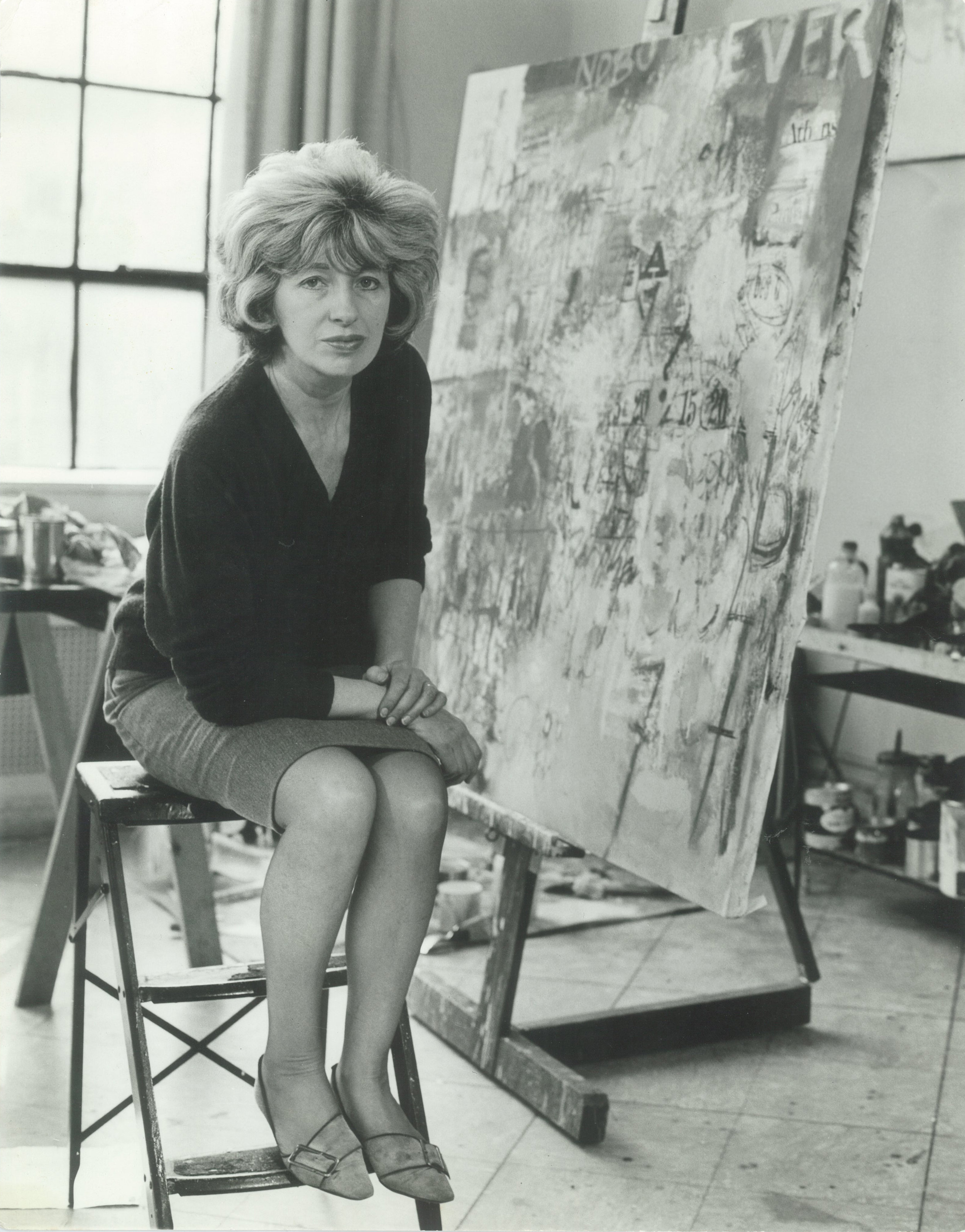 Sarah Grilo in her studio with  Nobody Ever  (1966). New York, 1966.  Photo: Hans Namuth © Hans Namuth Estate