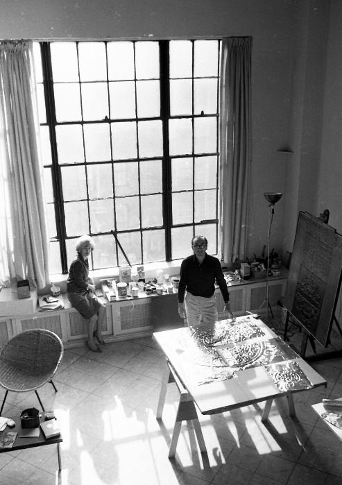 Sarah Grilo and her husband José Antonio Fernández-Muro in their studio. New York, 1964.  Photo: © Lisl Steiner