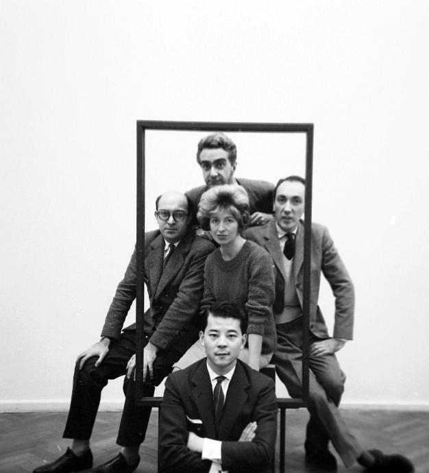 El 'Grupo de los cinco'. De izquierda a derecha: Clorindo Testa, Miguel Ocampo (al fondo), Sarah Grilo, José Antonio Fernández-Muro y Kazuya Sakai (en primer plano). Buenos Aires, 1960  Photo: © Diana Levillier