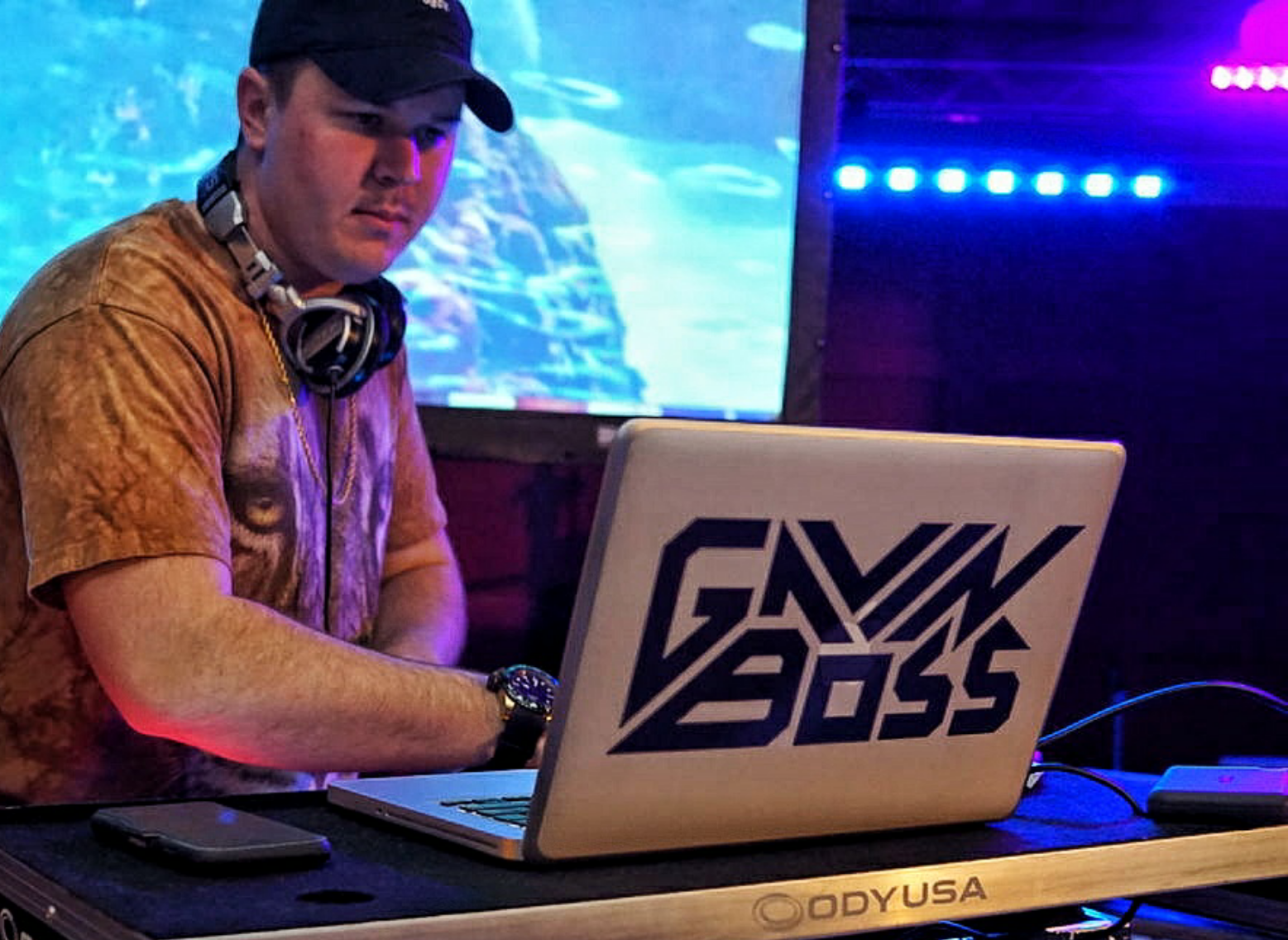 Boss on the stage at an Elysium event / Rico Ruos