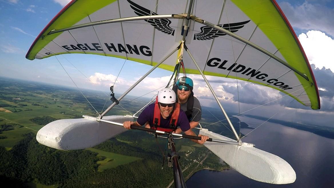 Hang gliding in Lake City /  Thomas Cizauskas
