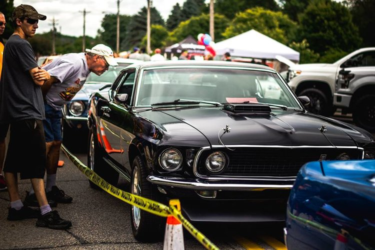 Salute to the 4th car show / Courtesy Guifeng Huang