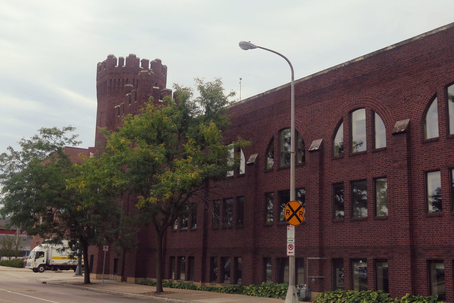 Exterior of the Armory building at 115 1/2 N. Broadway / Med City Beat