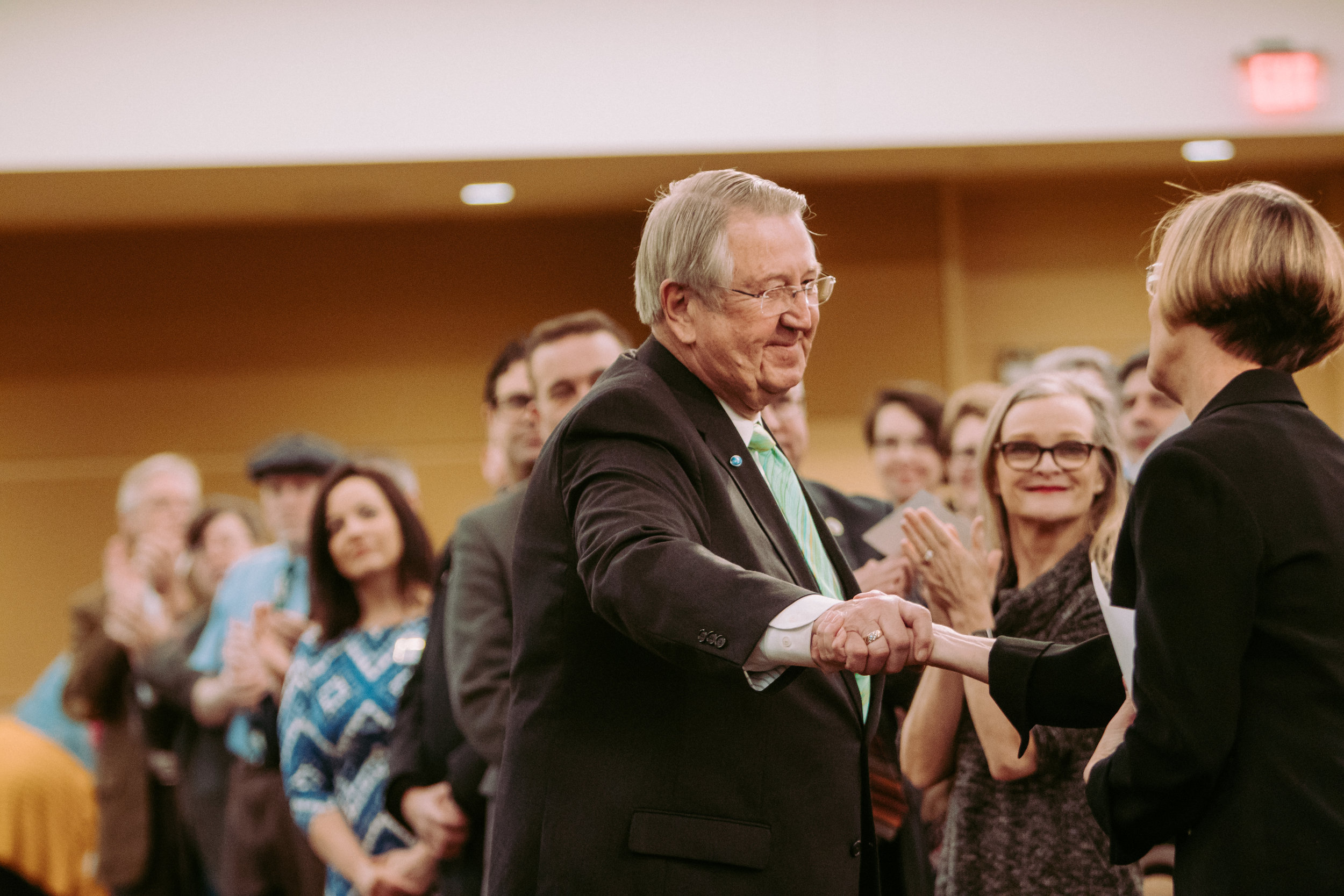 Former Mayor Ardell Brede shakes hands with his successor, Kim Norton / William Forsman