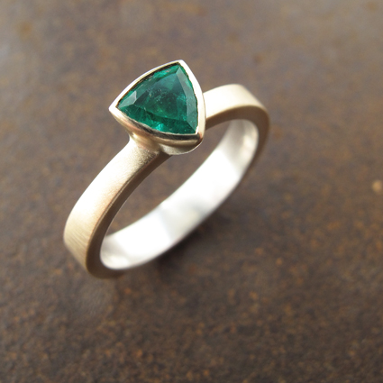 Emerald9ctgold72.jpg