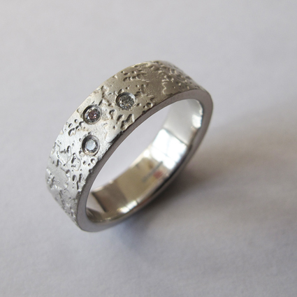platinumdiamondweddingringonwhite72.jpg