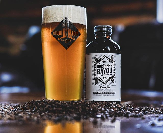 We could not be more stoked to share with you Gold Brew, our newest collaboration with our friends at @liquid_riot! A nitro cream ale with our Ethiopia Uraga cold brew steeped with Guatemalan cocoa nibs. Available on draught TODAY! We have been long time fans of @liquid_riot and are super excited to have had the opportunity to work with them on this amazing beer! Cheers! 🍻 📸: @mainermedia