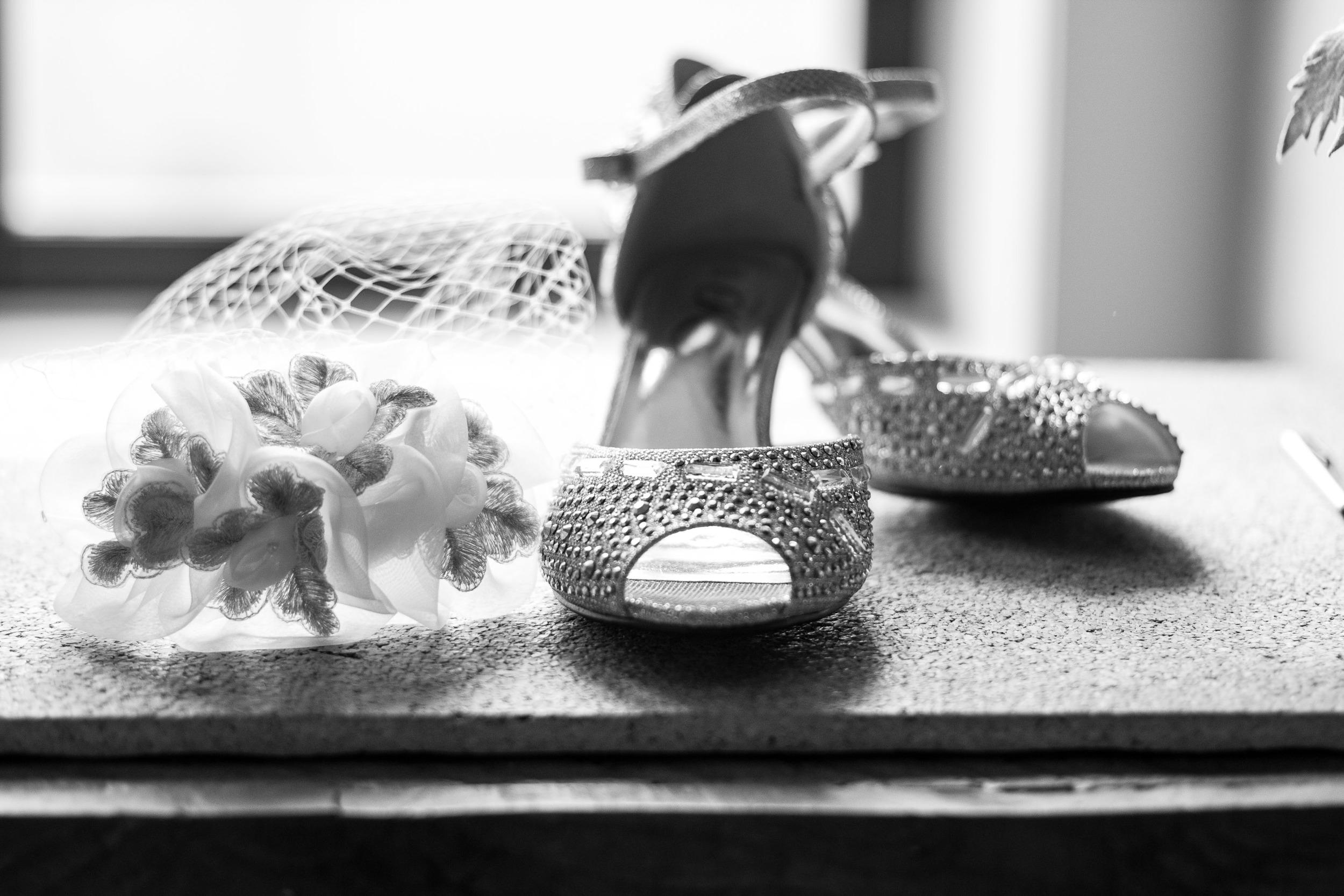 bride shoes birdcage ideas bryant tyson photography greenville nc