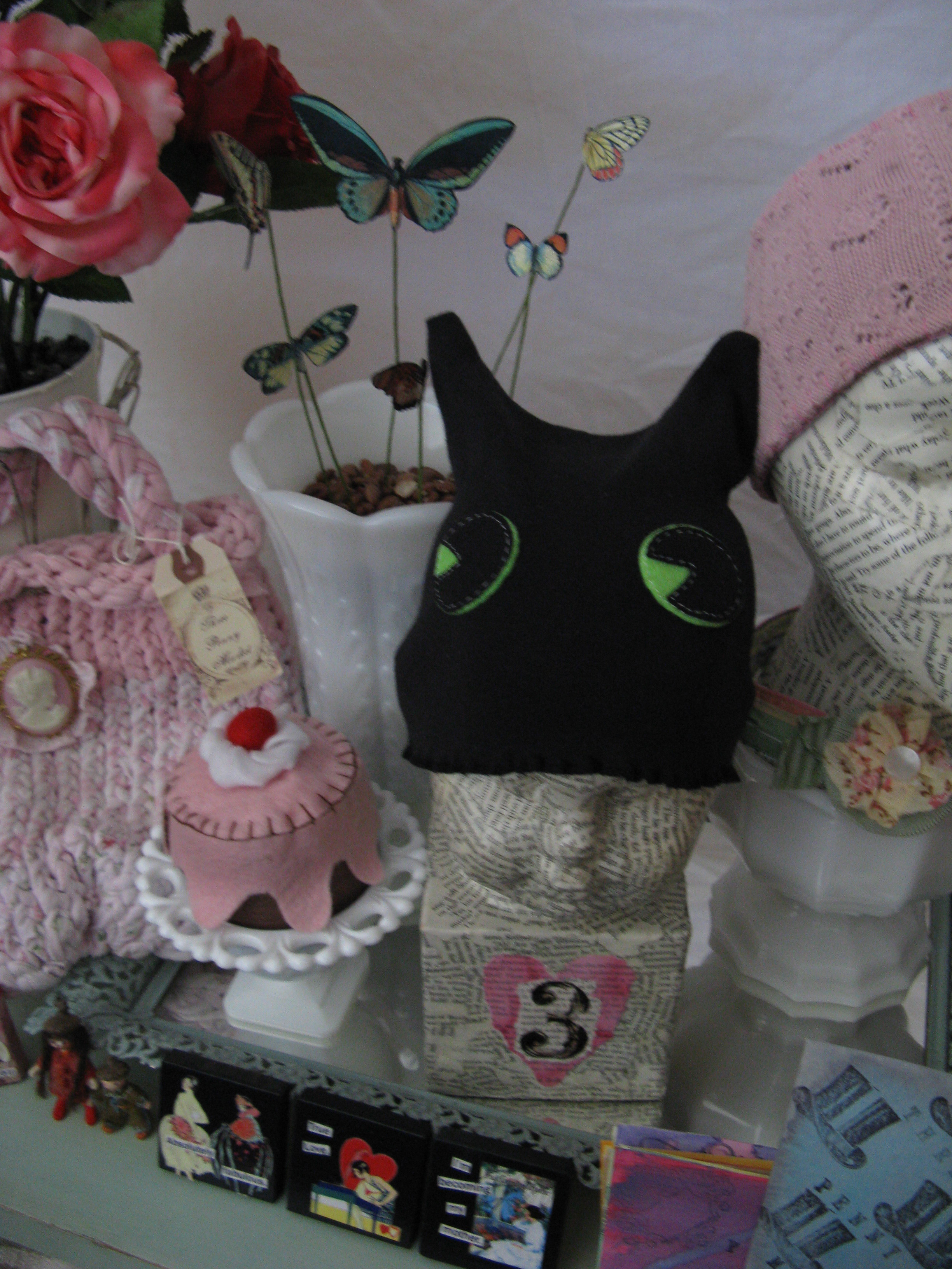 Kitty baby hat and felt cake detail