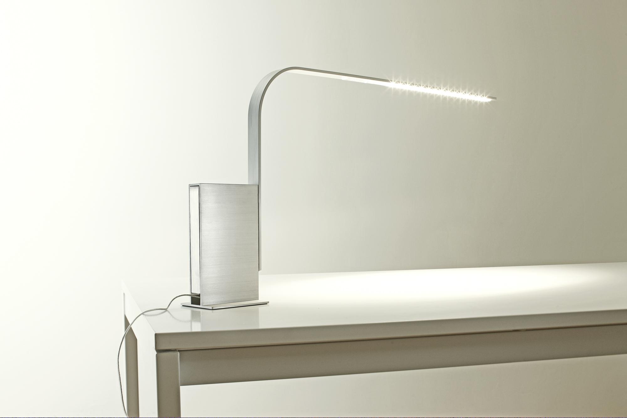Lim desk lamp