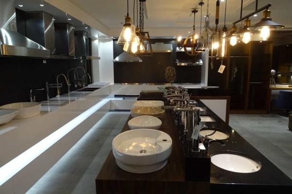 Salle de montre de cuisine chez MACUCINA Laval