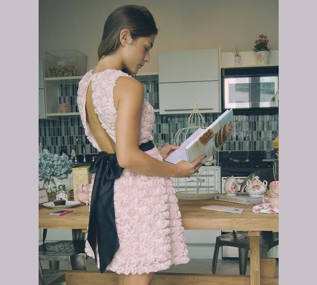 rosettes_backless_dress_carolina_benoit.jpg