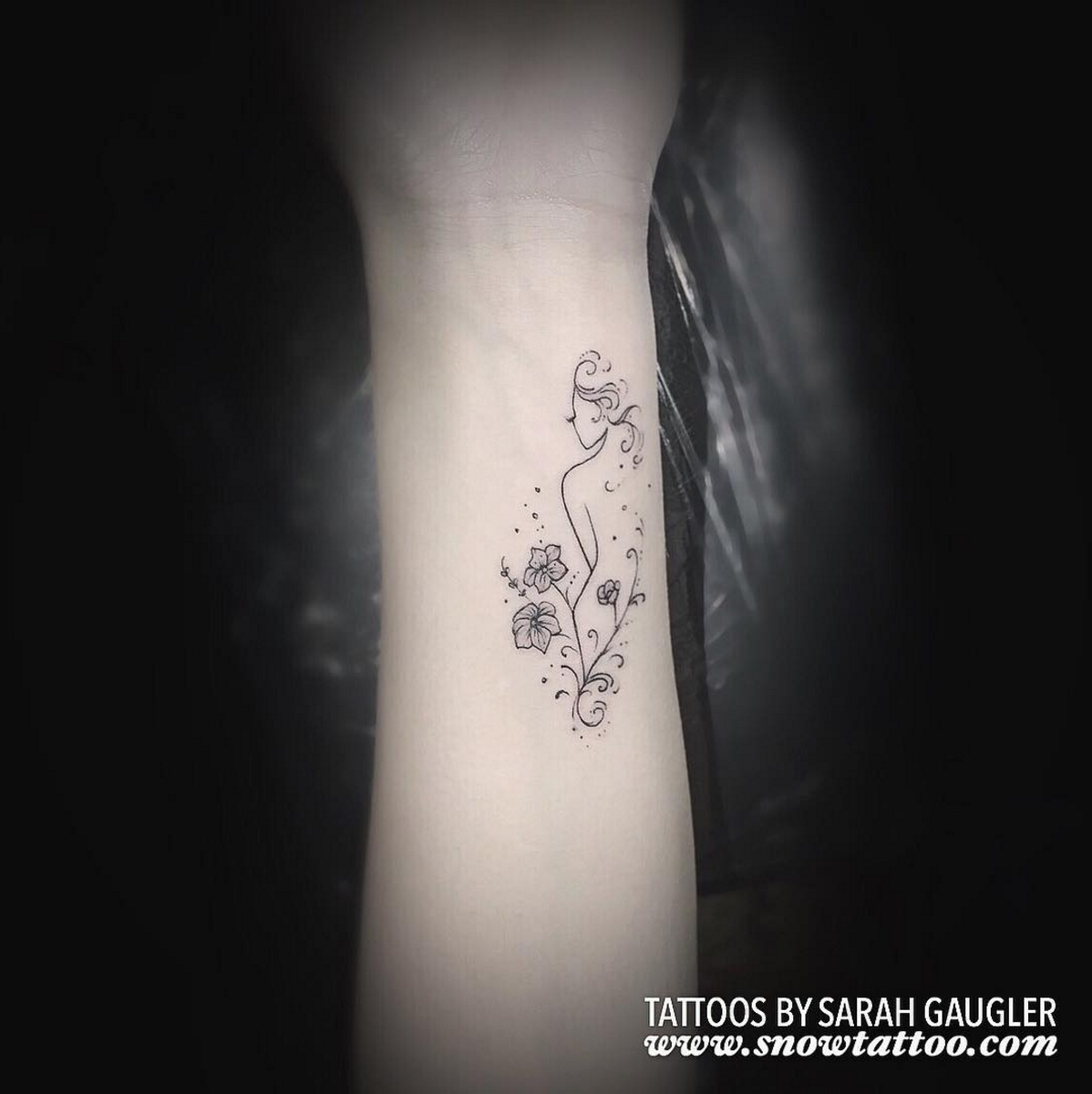 Sarah Gaugler Snow Tattoo Custom Feminine Silhouette Floral Fine Line Detailed Elegant FineLineTattoo New York Best Tattoos Best Tattoo Artist NYC.png