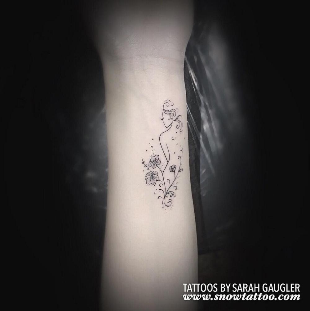 Sarah+Gaugler+Snow+Tattoo+Custom+Feminine+Silhouette+Floral+Fine+Line+Detailed+Elegant+FineLineTattoo+New+York+Best+Tattoos+Best+Tattoo+Artist+NYC.png