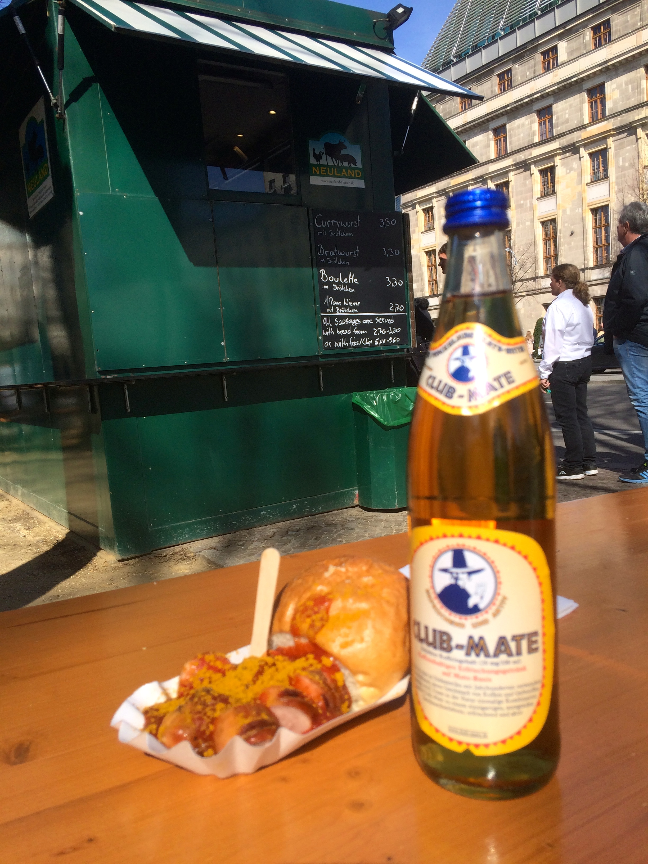 Currywurst & Club Mate