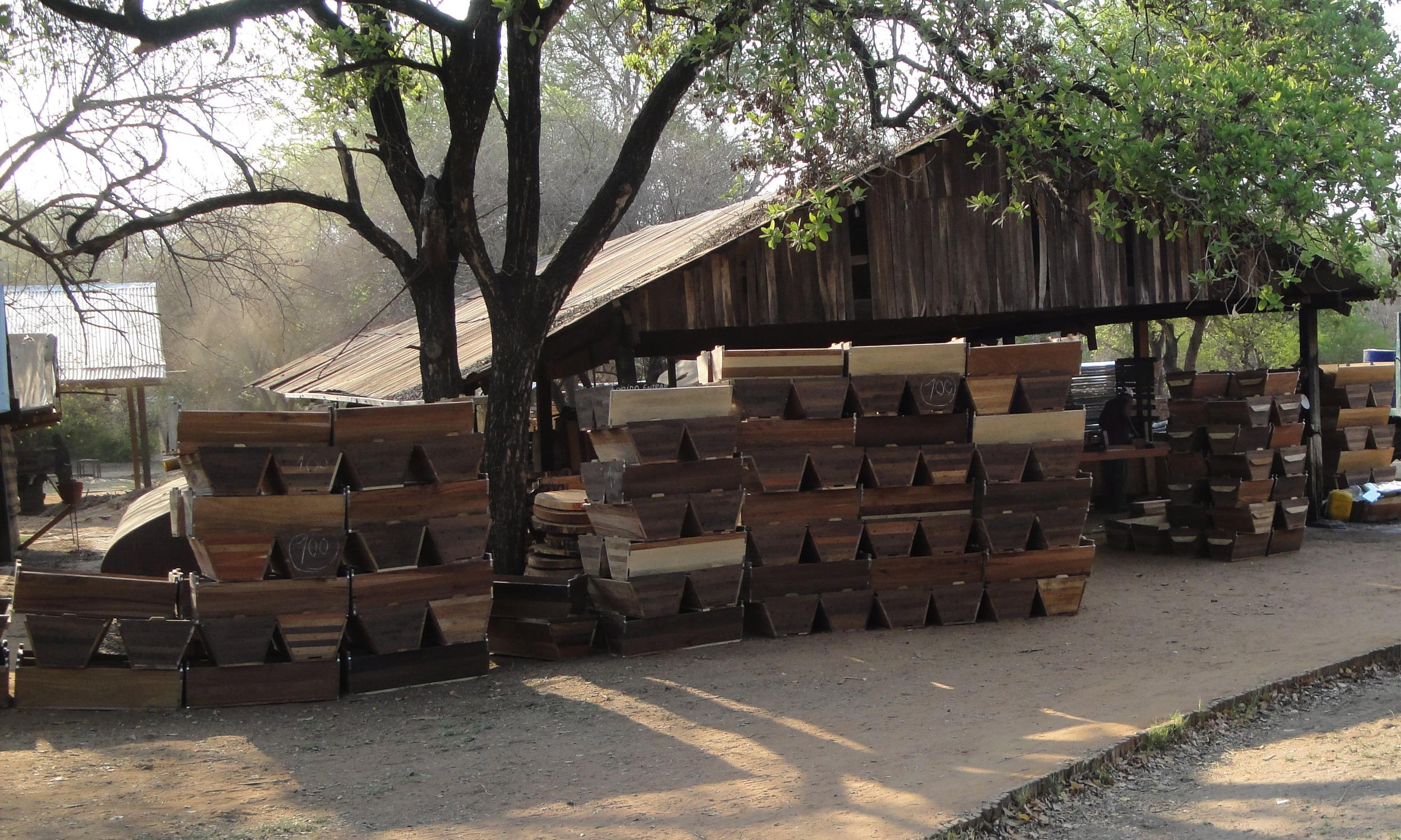 Colmeias à espera para entrega  -  Hives waiting for delivery