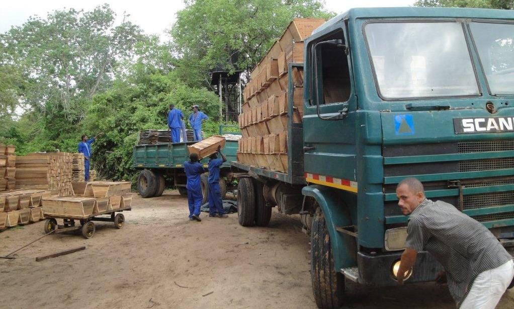 Carregamento para entregas  -  Loading for delivery to the districts