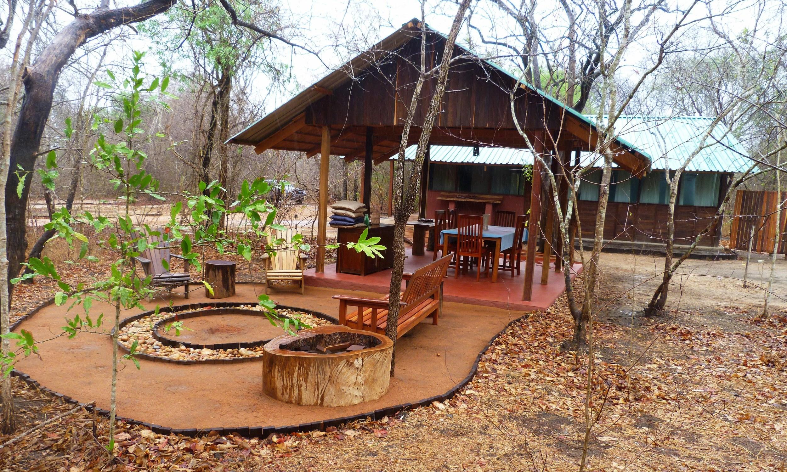 Cabana 25 em Mphingwe, 28 pessoas poder ficar hospedadas na unidade de turismo  -Cabin 25 at Mphingwe, a total of 28 people can be accommodated at the tourism facility