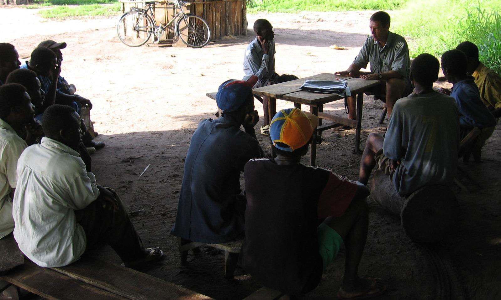Pagamento à comunidade pelo reflorestamento  - Reforestation payments to community members