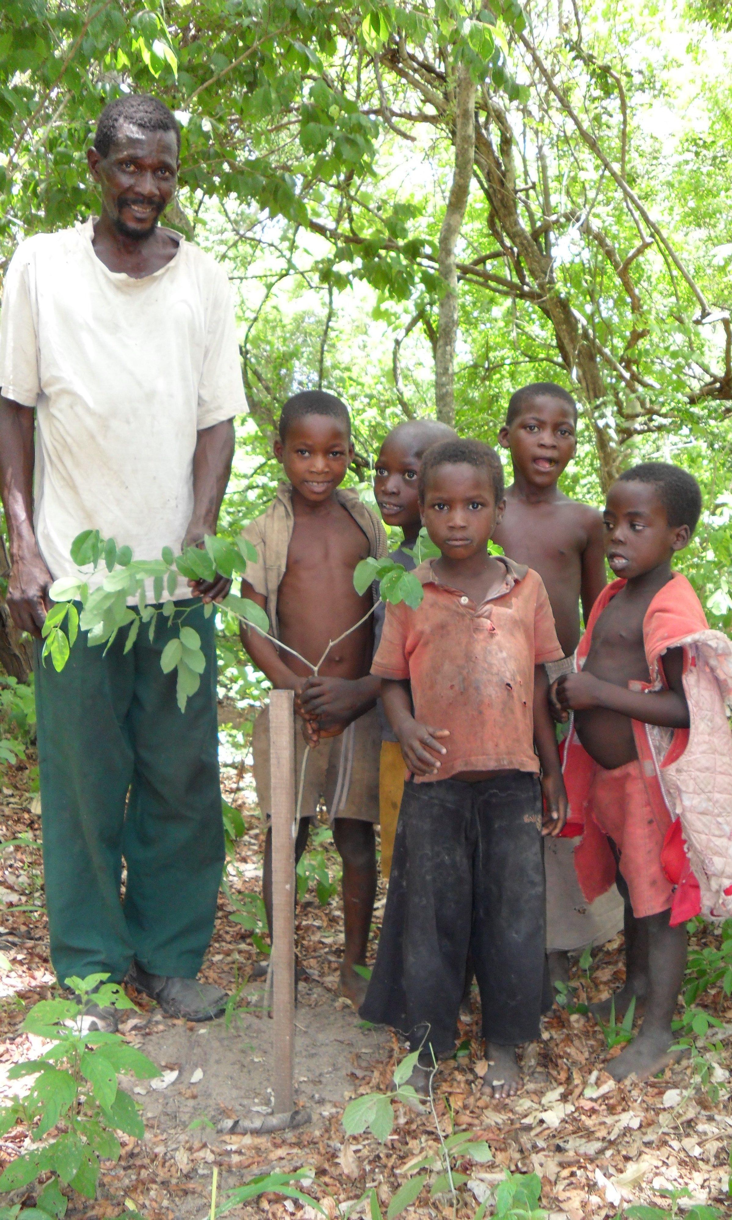 Chigu Bernardo and children