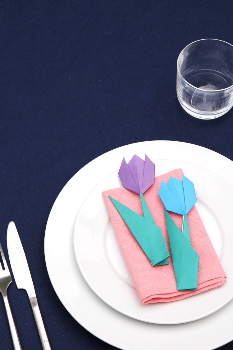 HOW TO MAKE ORIGAMI TULIP TABLE SETTINGS.