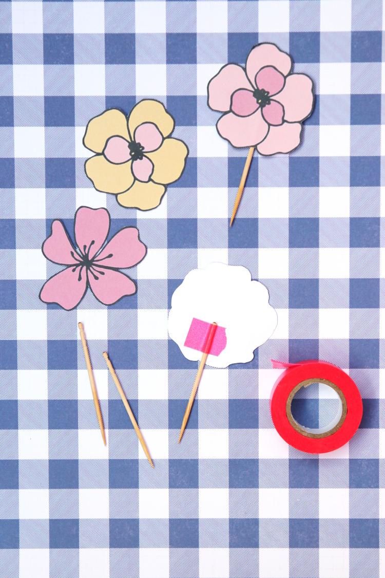 Free Printable Floral Cupcake Toppers #printable #freebies #flower #floral #party #birthday