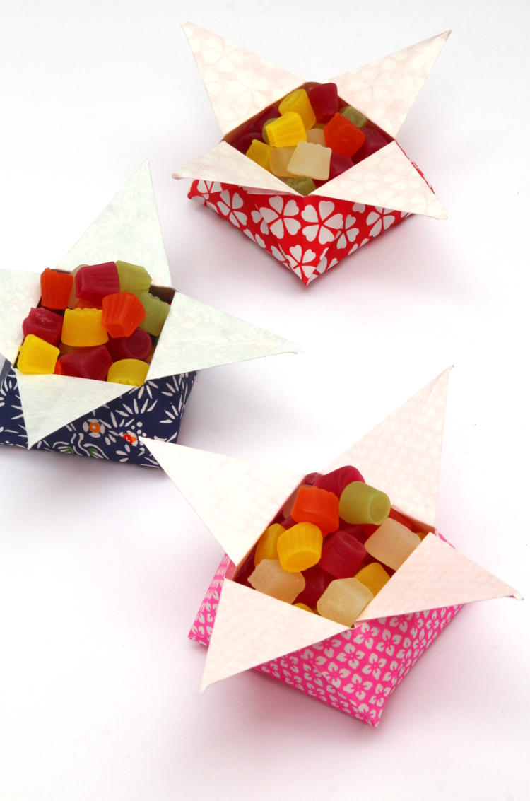Learn how to fold easy origami snack boxes #origami #origamibox #snack #candy #candydish #snackbowl #origamistar #papercrafts