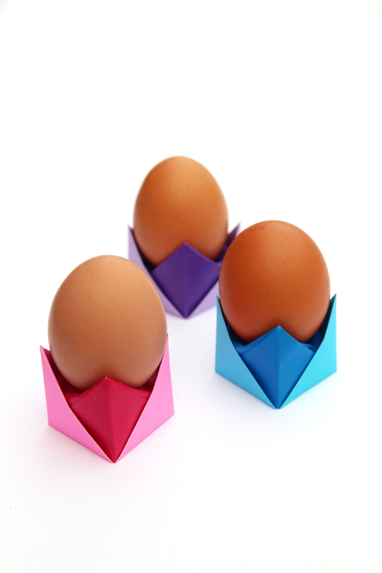 MAKE THESE EASY ORIGAMI EGG CUPS FOR EASTER - WITH FREE VIDEO TUTORIAL #easter #egg #origami #eastercrafts #paper #papercrafts #kidsactivities #kidscrafts #crafts #diy #gatheringbeauty