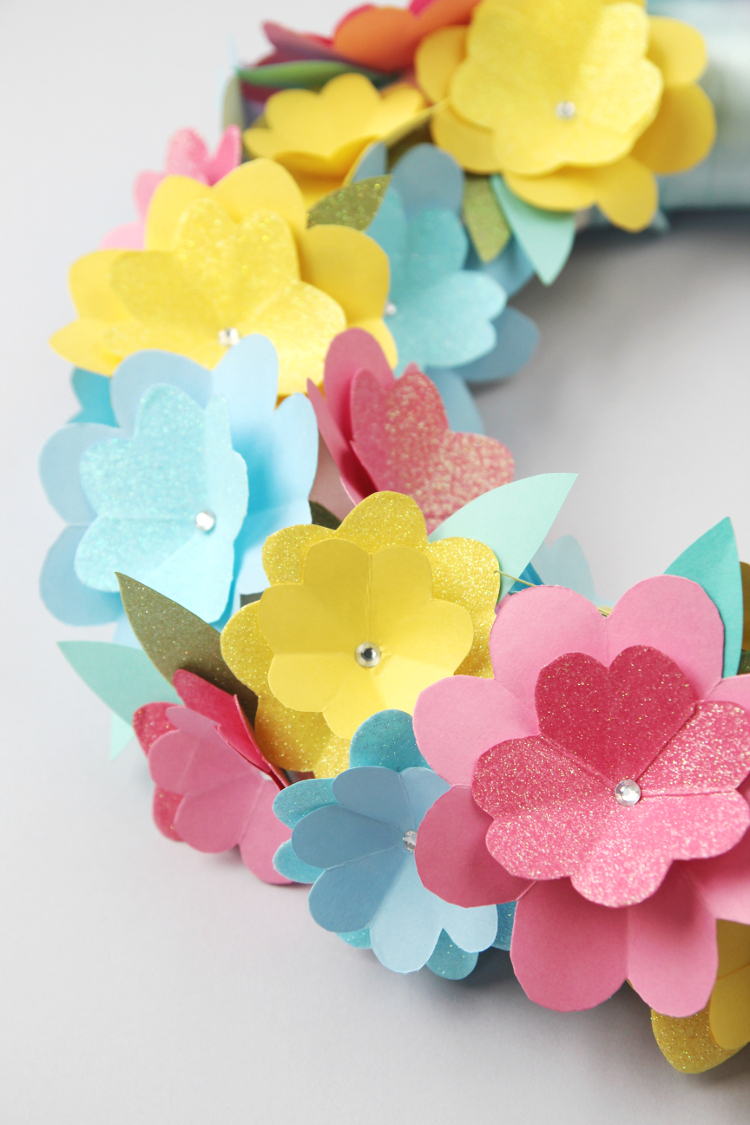 How to Make Paper Flowers - the Easiest Way! - DIY Candy | 1125x750