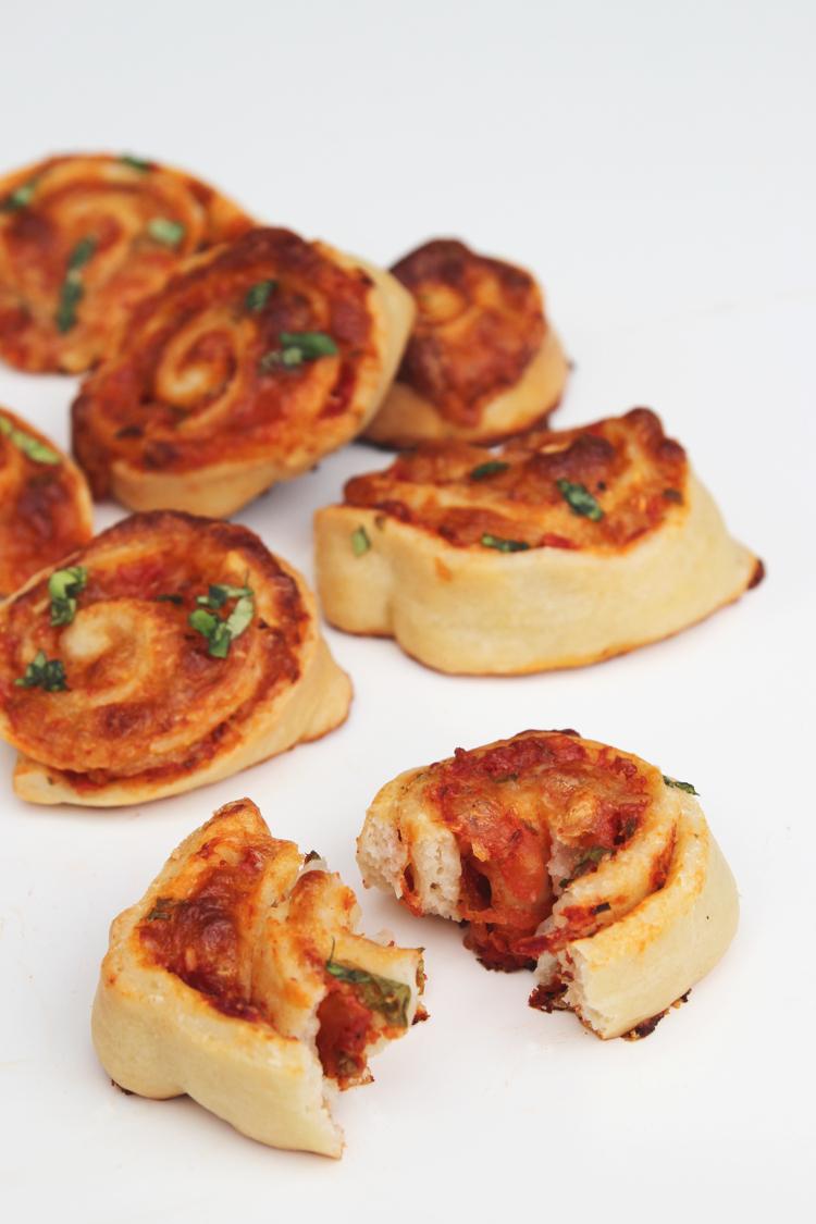 EASY HOMEMADE PIZZA ROLLS RECIPE