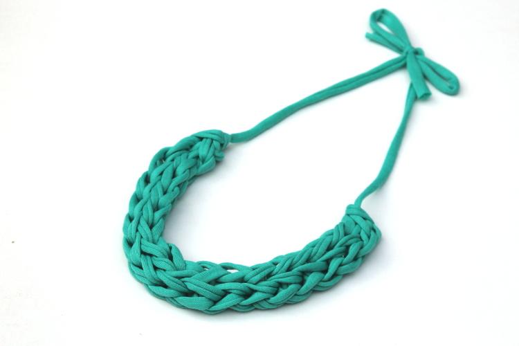 finished-finger-knitted-necklace-side.jpg