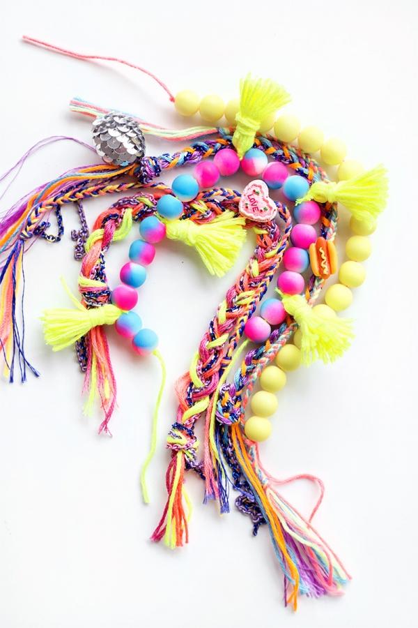 http://studiodiy.com/2015/11/18/gifts-for-your-besties-diy-friendship-bracelets/